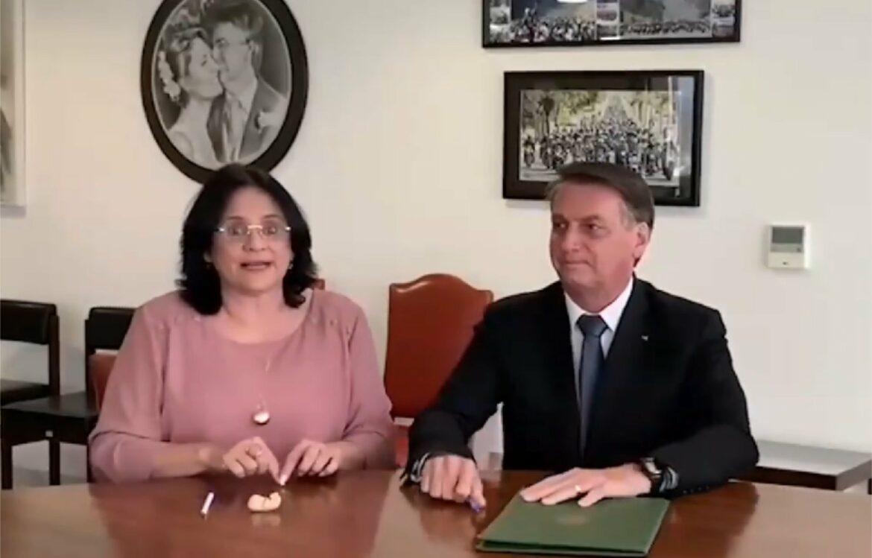 Bolsonaro assina projetos de lei em favor da família e contra o aborto