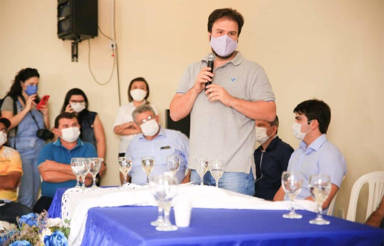Em Dormentes, senador FBC e Fernando Filho entregam equipamentos para ampliar a produção de agricultores