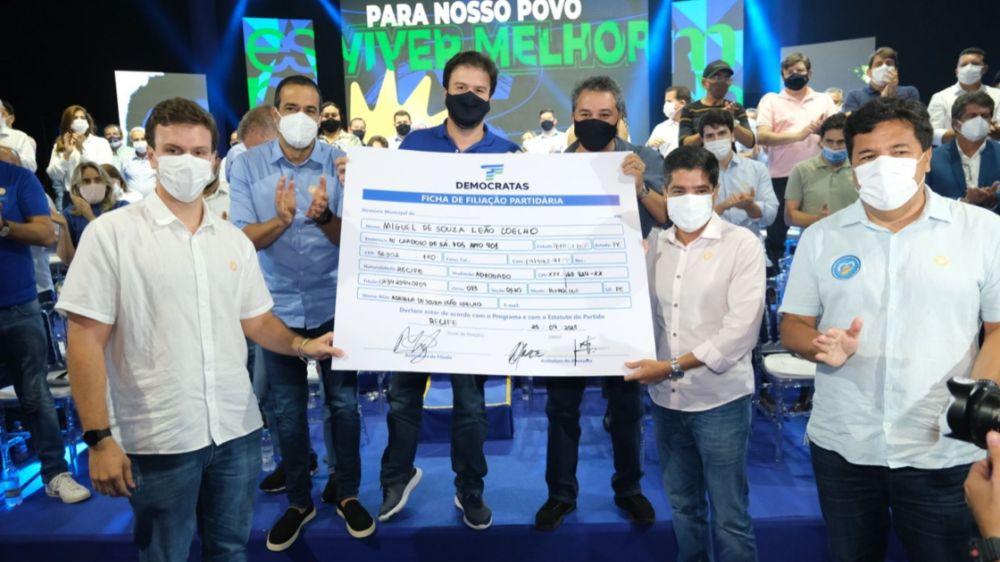 Força de Miguel Coelho é evidenciada em ato de filiação no Recife