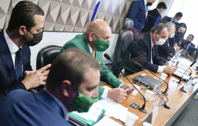 Depoimento de Luciano Hang à CPI da Covid é marcado por tumulto