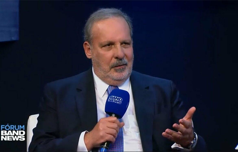 """""""Brasil vive processo precoce de desindustrialização"""", diz Armando Monteiro"""