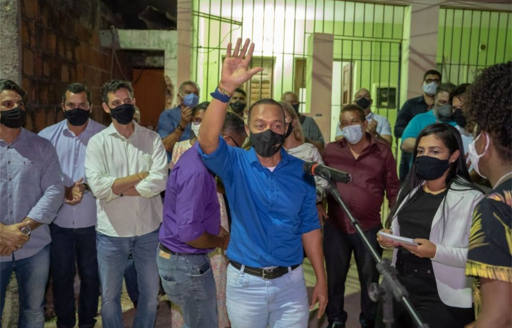 Prefeito de Olinda entrega ruas na Tabajara e Jardim Atlântico