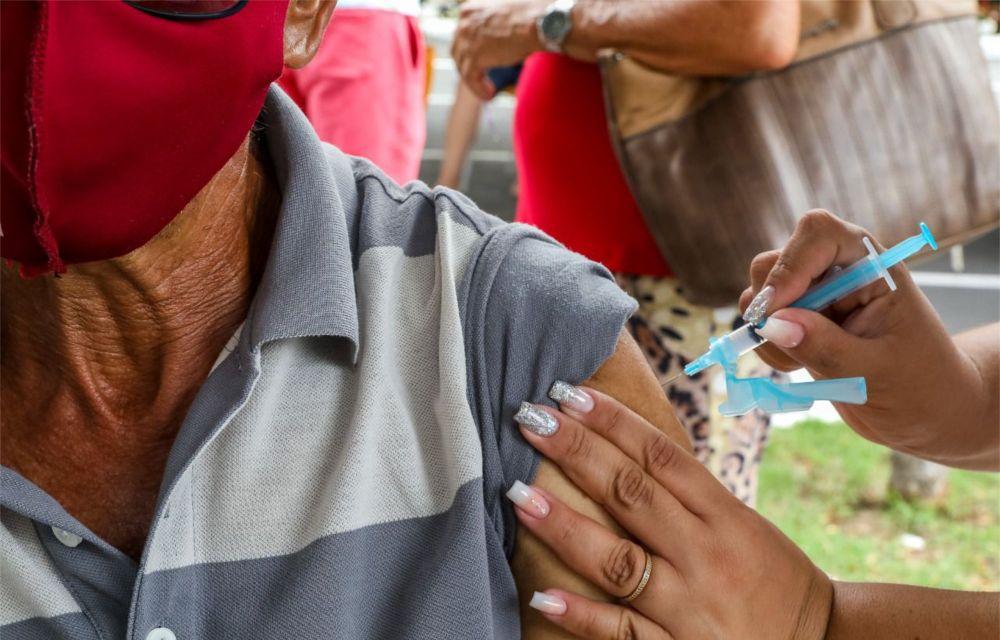Covid-19: Jaboatão anuncia vacinação com doses de reforço para idosos e imunossuprimidos