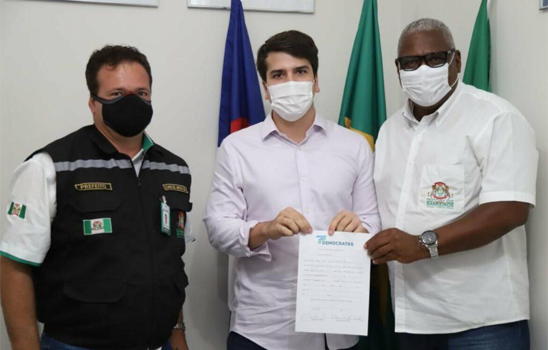 Antonio Coelho anuncia filiação do vice-prefeito de Barreiros ao DEM