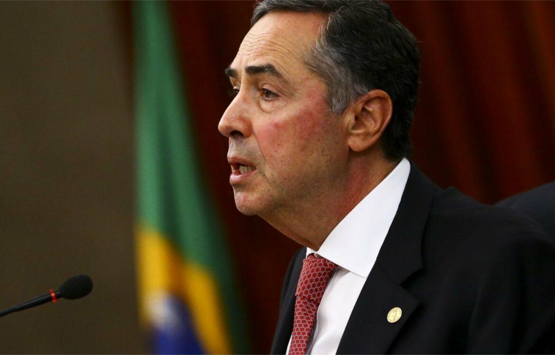 Presidente do TSE faz discurso político contra falas de Bolsonaro