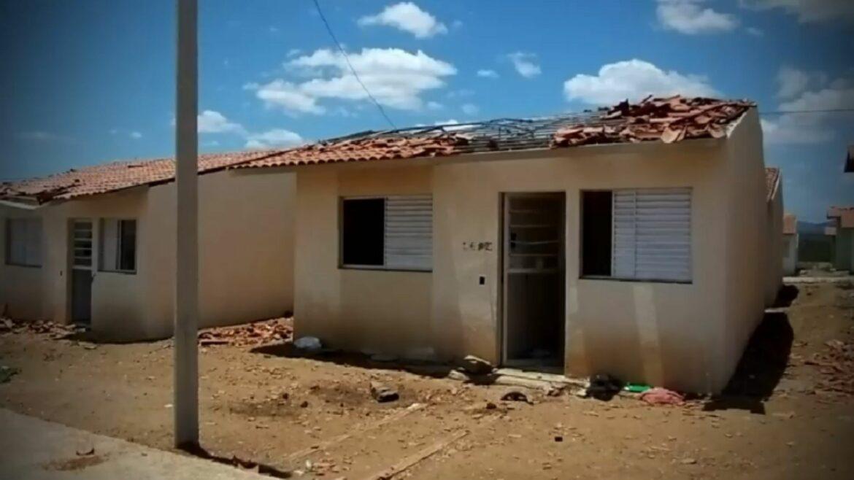 BARBÁRIE: militantes sem-teto destroem habitacional que seria entregue por Bolsonaro em Santa Cruz do Capibaribe