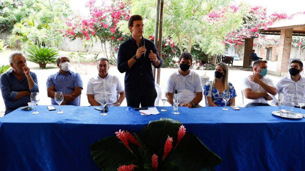Miguel Coelho recebe apoio de prefeitos, deputados e ex-prefeitos da Mata Norte
