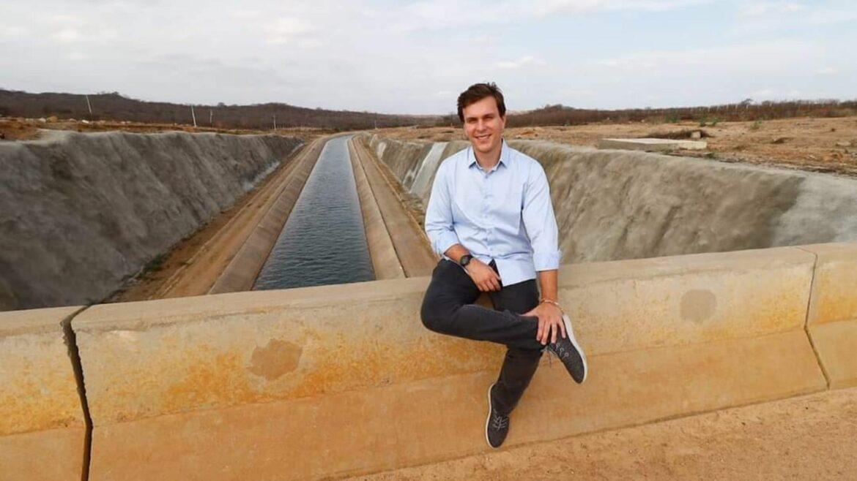 Miguel Coelho visita obra inaugurada por Bolsonaro em Sertânia