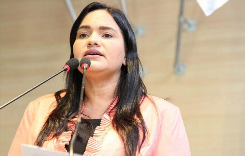 Michele Collins propõe Frente Parlamentar pela Orla do Recife