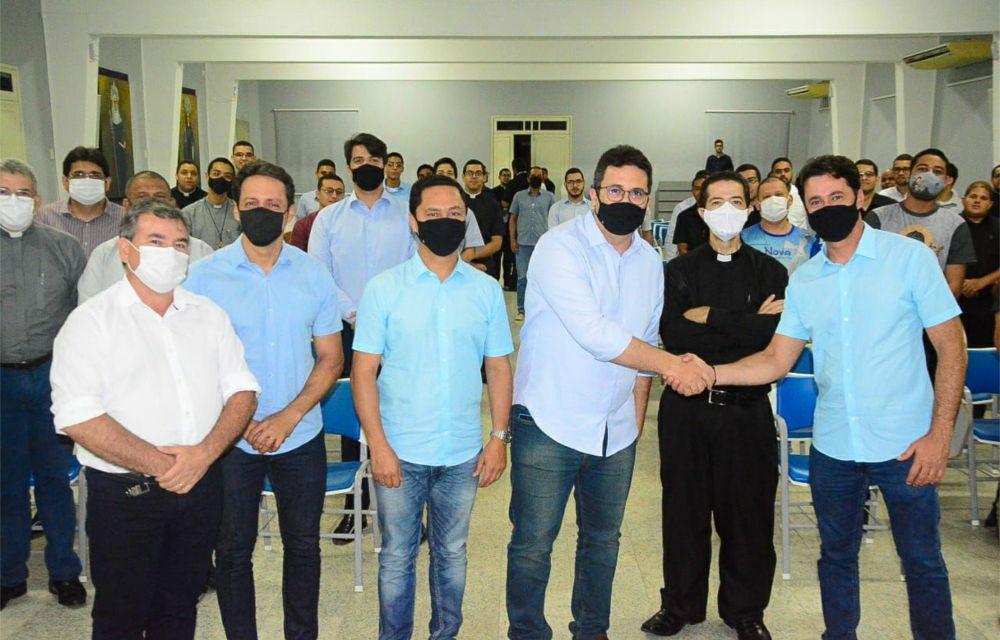 Anderson Ferreira visita seminário católico e prega união dos pernambucanos