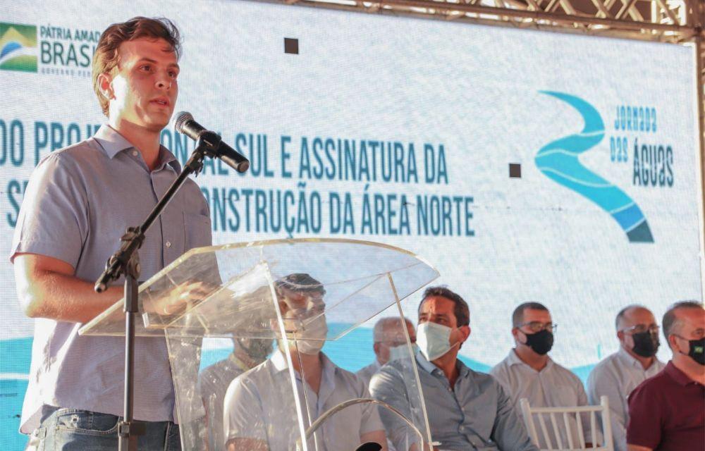 Miguel Coelho e ministro de Bolsonaro entregam primeira etapa de projeto de irrigação que vai gerar mais de 20 mil empregos