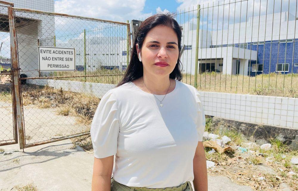 Priscila Krause denuncia atraso de 90 meses no Hospital da Mulher de Caruaru: governo de PE tem R$ 3,4 milhões em conta para reiniciar obras