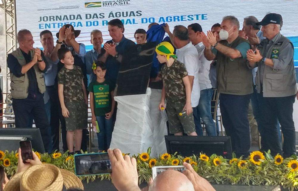 Em visita a Pernambuco, Bolsonaro inaugura Ramal do Agreste