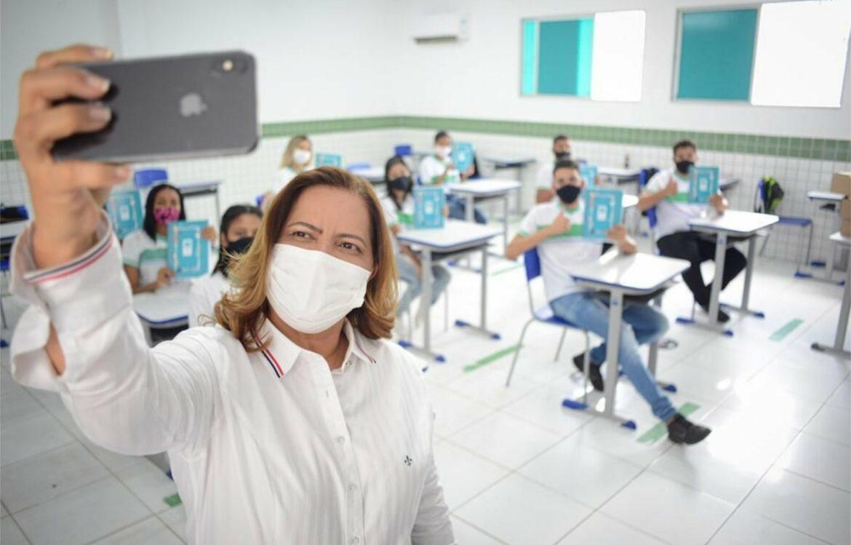 Ipojuca entrega kit escolar para alunos e professores da Rede Pública Municipal